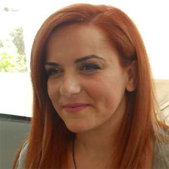 """Φρόσω Τσιάβου. Hair stylist στο """"hair story Παλλήνη""""."""