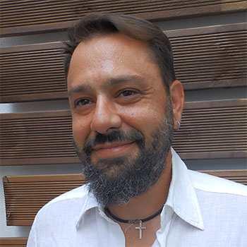 """Σπύρος Ταλιαδώρος, Chief Stylist & Salon Manager στο """"κομμωτήριο hair story Άγιοι Ανάργυροι"""""""