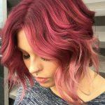 Ροζ μαλλιά με root shadow για δυναμικές γυναίκες